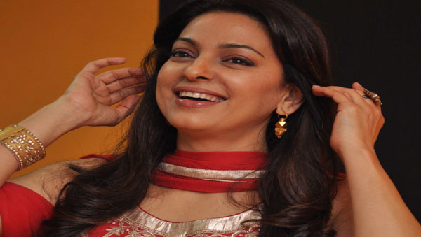 Juhi Chawla Loves Family Oriented Movie - Desi-Box com